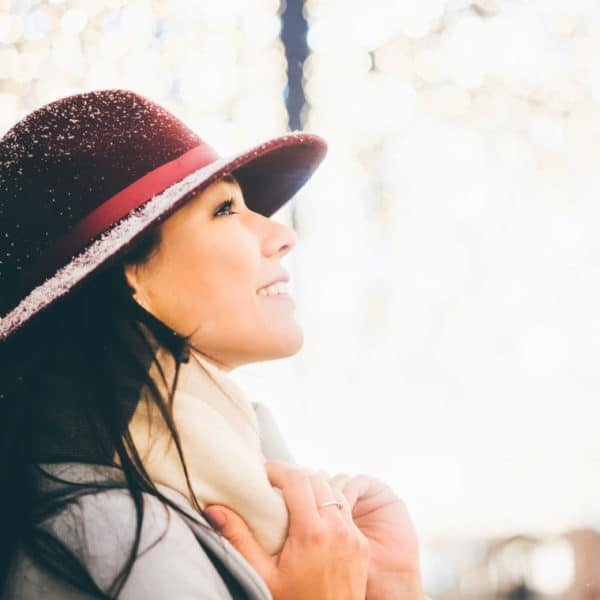 Praise is one of the tools we have that enters us into the presence of God. Here are 3 practical tips to gain a heart of praise this Christmas. #praise #Christmas #reasonfortheseason